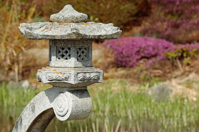 japanese lamp 2243881 640 - Ogrody japońskie - sztuka ogrodowa
