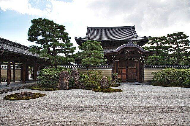 temple 3851225 640 - Ogrody japońskie - sztuka ogrodowa